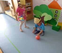 材料投放对小班表演游戏开展的作用