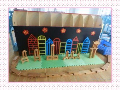 建构区:提供各种积木,纸盒,雪花片,积木奶粉桶等,培养幼儿围封,覆盖